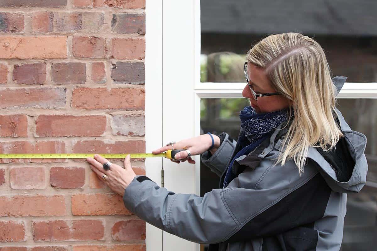 Jane Measuring